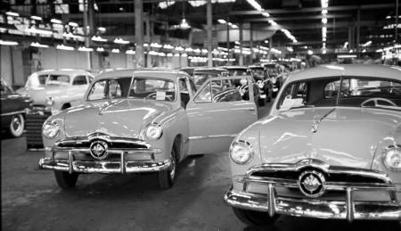49_ford_assembly_line_244