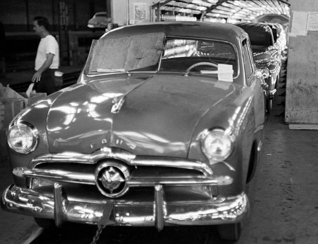 49_ford_assembly_line_260