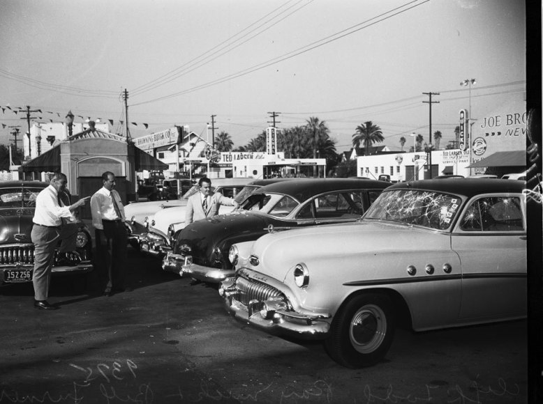 buick_dealership_1951_02