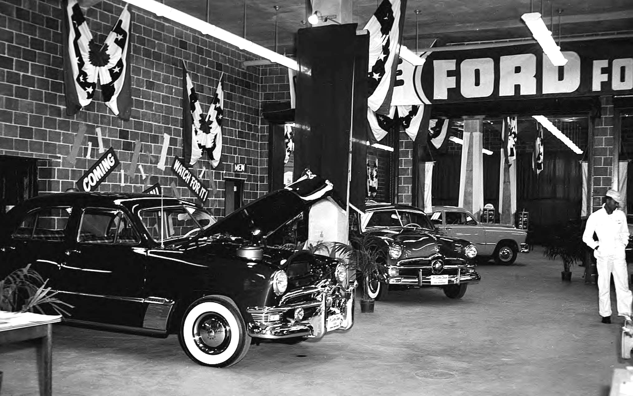 1950 ford dealership carros antigos for Ford motor company dealerships