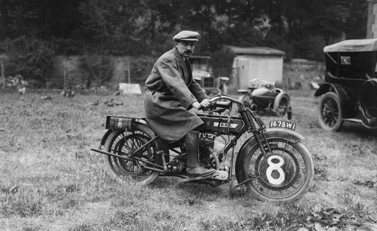 Isody sur BSA, 500 cmc [course motocycliste Paris-Reims-Paris, 6 juillet 1919] _ [photographie de presse] _ [Agence Rol]