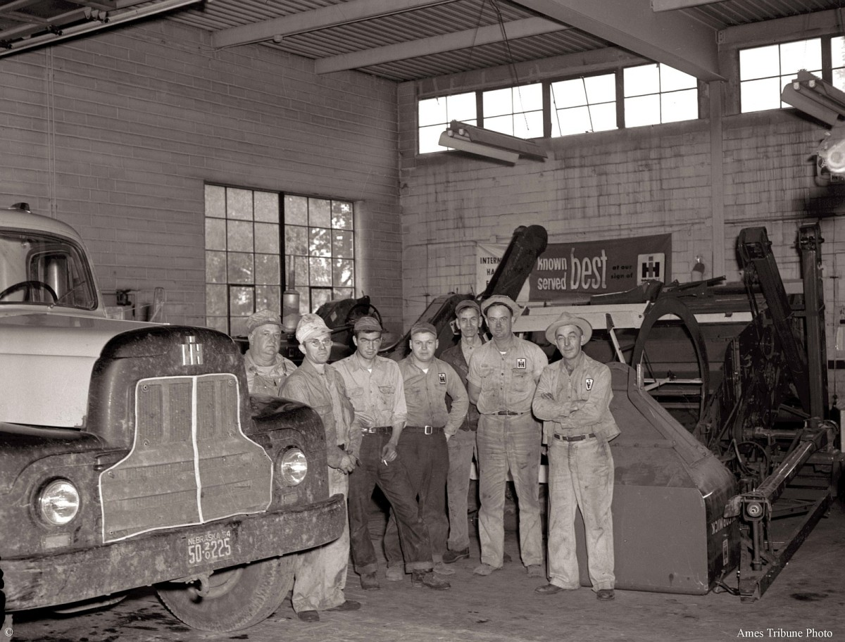 07_1954-09_armstrong_tractor_truck_c