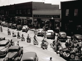 22_1950-06-13_parade_bicycles3_c