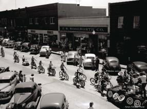 22_1950-06-13_parade_bicycles3_c
