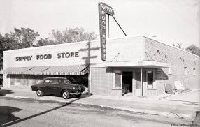 22_1951-10_supply_food_store_studebaker2_c