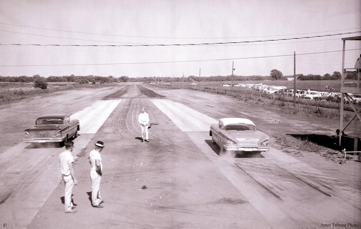 25_1958-06_drag_strip_starting_line_c