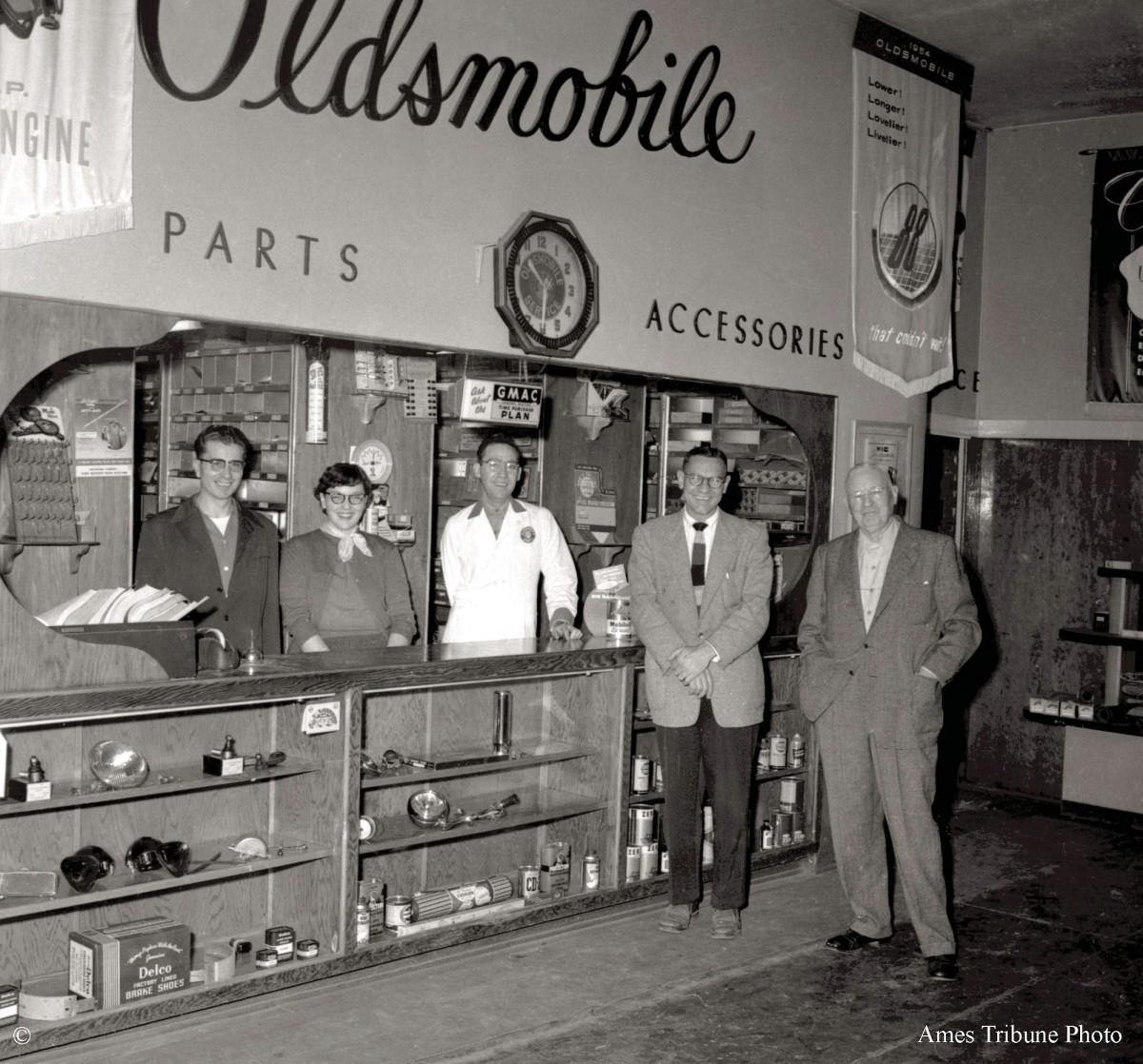 28_1954-10-dunlap_motors_parts_c